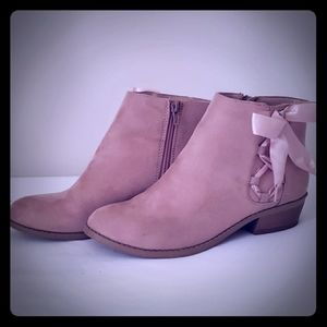 Girls size 4 pink ankle boots with bow